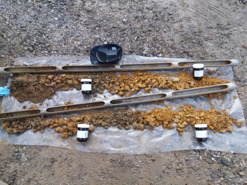 Echantillonnage des carottes de sol pour analyse en laboratoire de la pollution