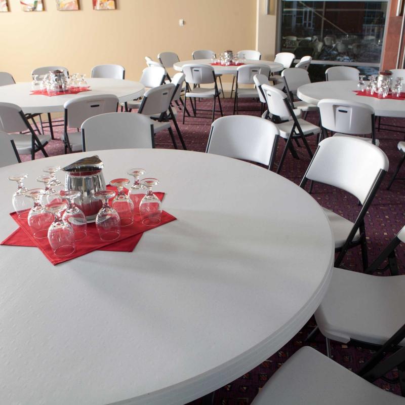 tables et chaises de reception