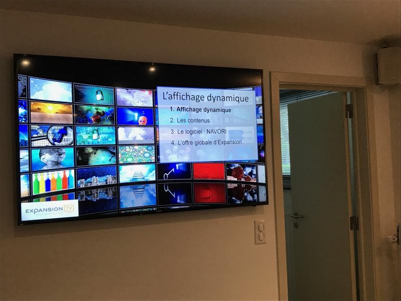 Ecran en salle de réunion avec système de connexion sans fil (PC vers écran) au Foyer Jambois